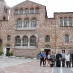 Przed katedrą w Salonikach