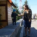 matuszka Taisa Kuźma i Aleksander bada wytrzymałość ogrodzenia :)