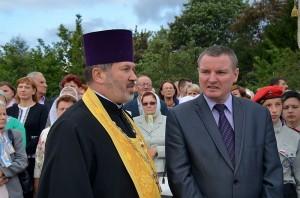 Ks.Jerzy Bogacewicz i burmistrz miasta Jarosław Borowski